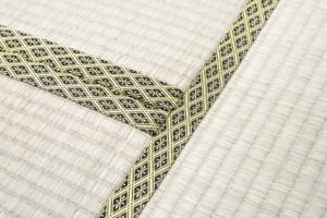 畳の縁はその家の格式を表しているます。 それを踏むことは失礼に当たるので、気をつけましょう。