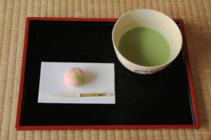 「上生菓子と抹茶のセット (720円)」