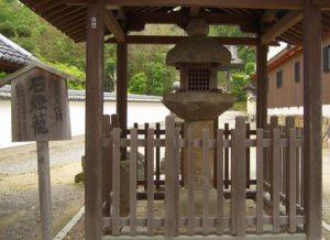 當麻寺(たいまでら)の石灯籠